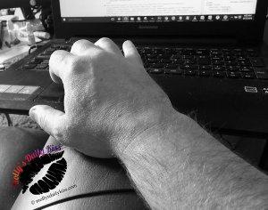 My hands on keyboard no big head