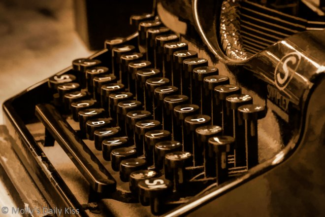 Picture of a typewriter for process